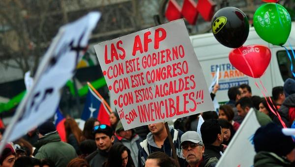 Por masivas protestas Bachelet impulsará jubilación estatal
