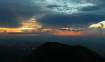 10 Fakta dan Misteri Gunung Penanggungan di Jawa Timur