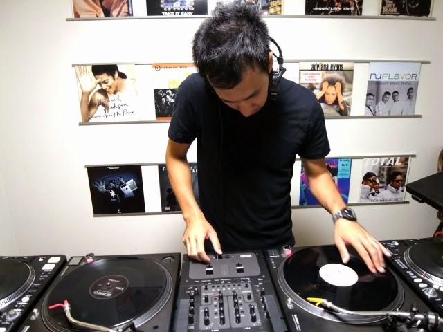 バイブスレコードDJ教室での早朝DJレッスンの模様です。