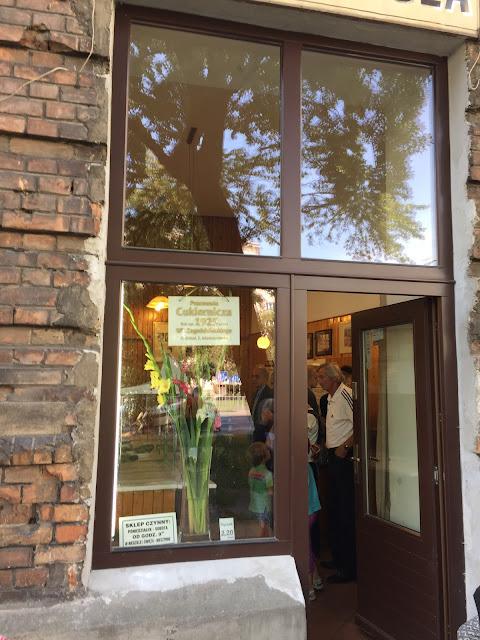 (Podobno) najlepsze pączki w Warszawie w Kolonii Wawelberga/(Supposedly) the best donuts in Wasaw in Wawelberg  Settlement