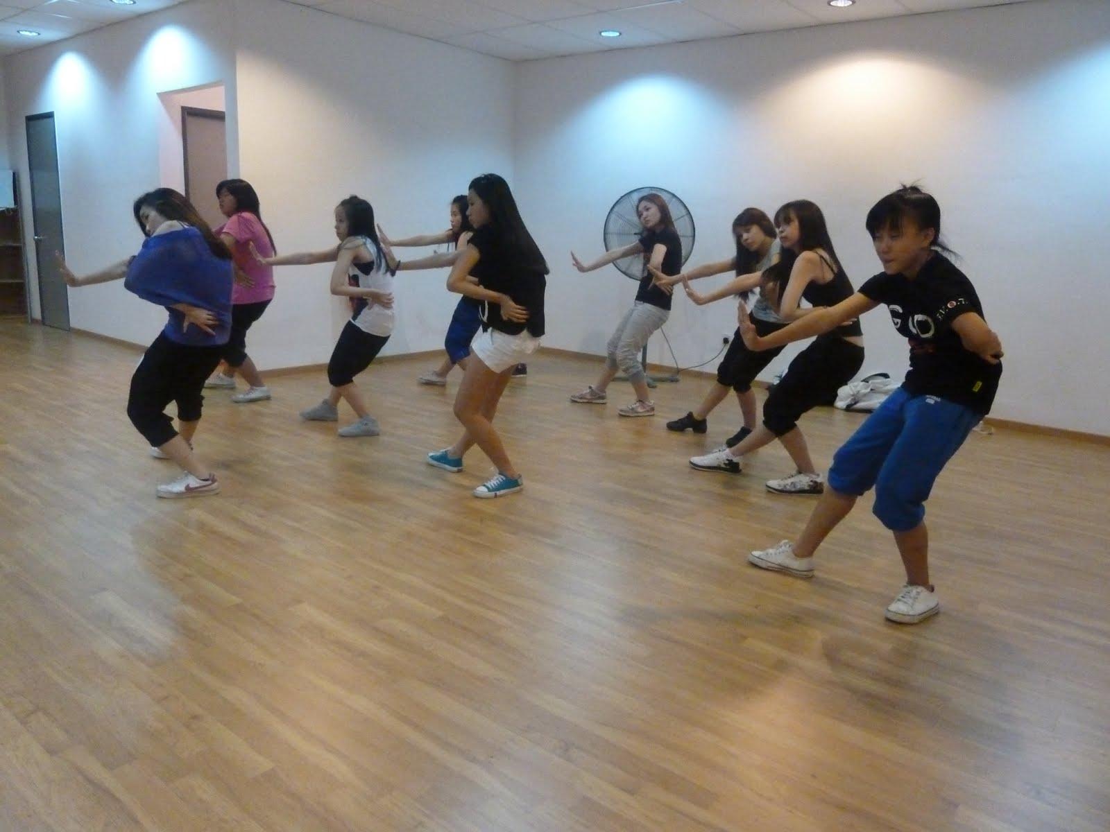 RHYTHMUSIC DANCE STUDIO: Girls Hip Hop Class