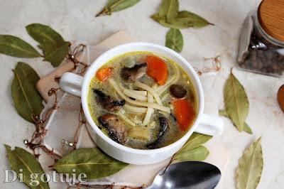 Zupa pieczarkowa z makaronem (pieczarki smażone)