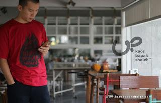 Baju Dakwah dipakai Ust Felix Siauw
