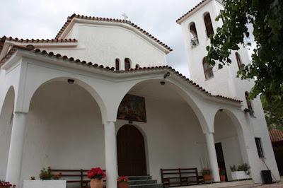 Ηγουμενίτσα: Πιστοί απέκλεισαν την εκκλησία με αλυσίδες - Ζητούν την απομάκρυνση του ιερέα