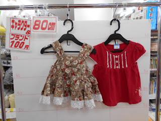 100円子供服80㎝の花柄ワンピース茶色と赤いTシャツ