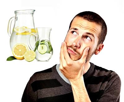 Agua con limón en ayunas y antes de las comidas