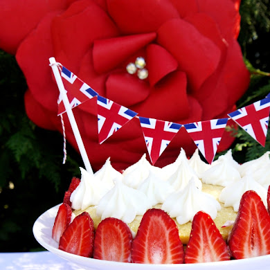 Strawberries & Cream Cake Recipe
