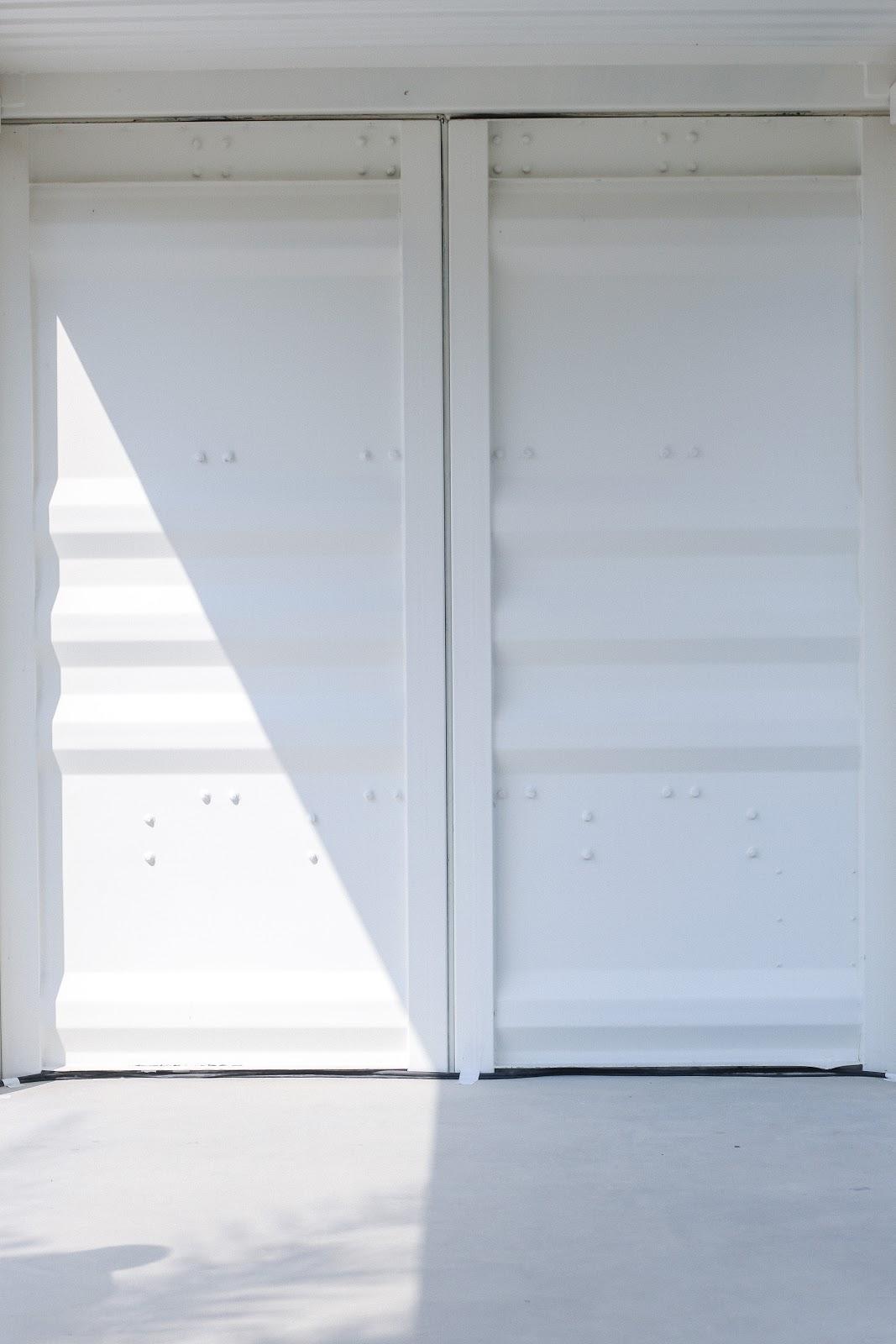 Hai - D3's white walls