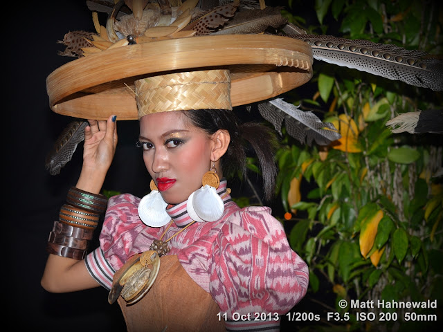 people, portrait, folk dancer, Dayak, beautiful, posing, eye contact, sexy, Indonesia, West Kalimantan, Pontianak, Taman Budaya, Asian woman, modern Indonesian woman, Facing the World, © Matt Hahnewald, 50 mm prime lens, travel