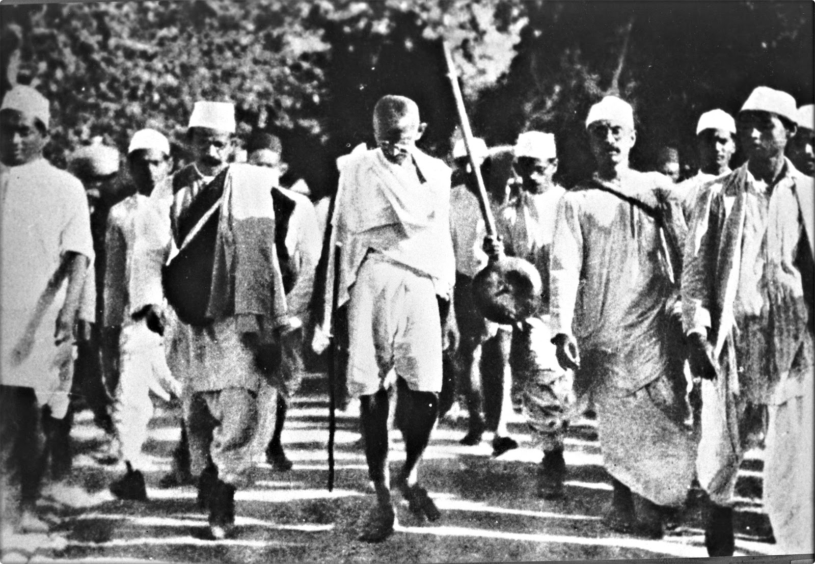A biography of mahatma gandhi a major leader in the indian independence movement