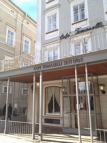 TRADICIONAL CAFÉ TOMASELLI - LOCALIZADO NA ANTIGA CASA DA VIÚVA DE MOZART