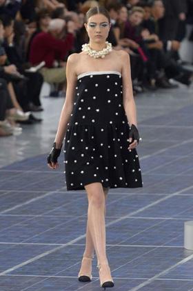0712a79ee CHANEL ومجموعة الملابس الجاهزة لربيع وصيف 2013 - فساتين قصيرة ماركات فرنسية  - فساتين قصيرة ماركة