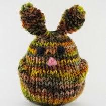http://translate.google.es/translate?hl=es&sl=auto&tl=es&u=http%3A%2F%2Fwww.naturalsuburbia.com%2F2012%2F07%2Fbun-bun-the-rabbit-knitting-pattern-and-tutorial.html