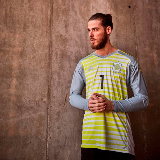 Spain 2018 World Cup Goalkeeper Kits Released - Footy Headlines 4c93e6e16