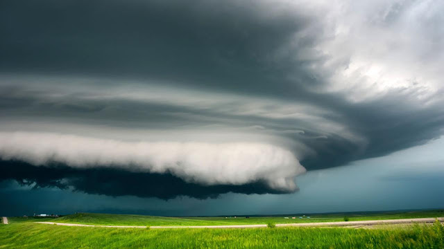 pictures of supercells, the rotating cloud formations which can form tornadoes
