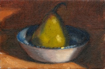 Oil painting of a green pear in a willow-pattern bowl.
