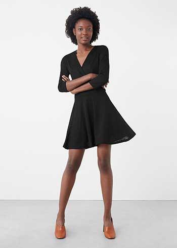 9c12a8bbbff33 Mango 2016 sonbahar kış elbise koleksiyonunda yer alan bu truvakar kollu,  kloş etekli elbise hoşunuza gidebilir öyleyse. Kırçıllı örme kumaştan  yapılmış ...