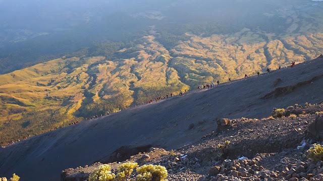 Pendakian ke Puncak Gunung Rinjani Lombok