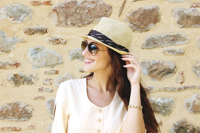Panama straw hat and Ray-Ban sunglasses