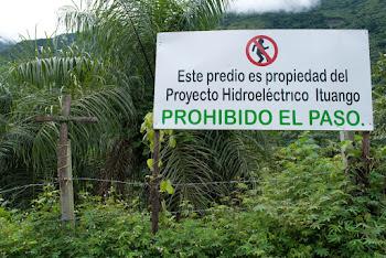 Prohibido el paso, el río, tomar fotos desde el puente, pescar, minear, caminar, ver...