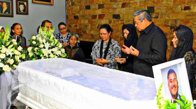 Susilo Bambang Yudhoyono Melayat ke Rumah Mike Mohede