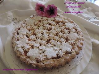 Immagine della Torta con crema al limoncello e pesche sciroppate di Fabiola Falgone del blog RossoPomodoro