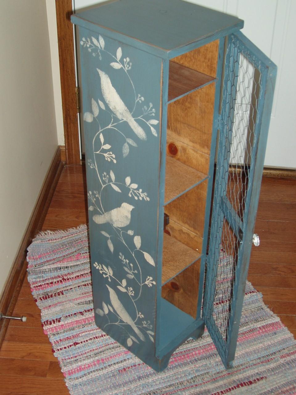 Boiserie c stencil project pi di 40 idee per mobili - Decorazioni in legno per mobili ...
