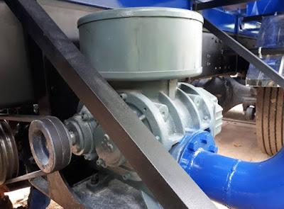 Máy thổi khí gắn trên xe bồn chở cám