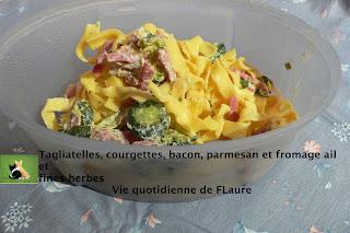 Vie quotidienne de FLaure: Tagliatelles, Courgettes, Bacon, Parmesan Et Fromage Ail Et Fines Herbes