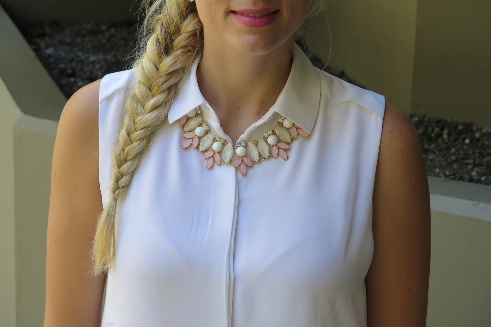 statement-necklace-pink-gold-white