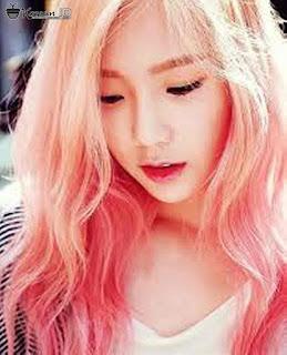 Foto Taeyeon SNSD Terbaru dengan Rambut Pink