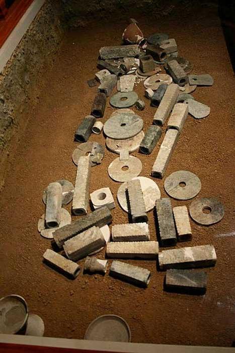 Най-старата напоителна система изглежда е в Китай Jade-in-burial_0