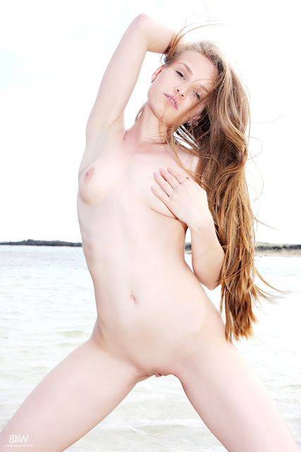eroticaxxx.ru Писсинг на пляже (Angel B эротика Watch4beauty)