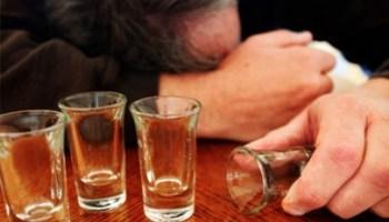 توقّف عن شرب الكحول والقهوة لعامين.. فكانت المفاجأة!