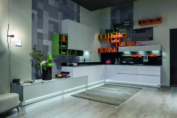 Consigli per la casa e l 39 arredamento cucine colorate for Cucina stosa infinity