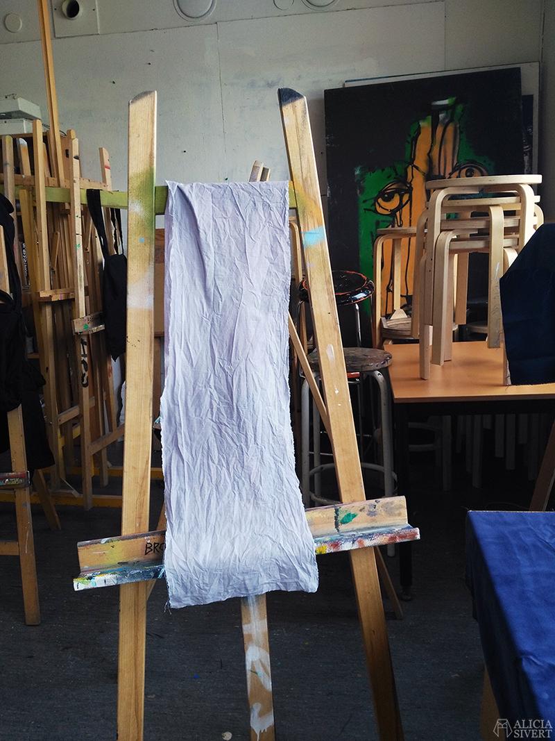 aliciasivert alicia sivertsson  skapande kreativitet alicia sivert växtfärga växtfärgning färga med växter tyg textil svarta bönor
