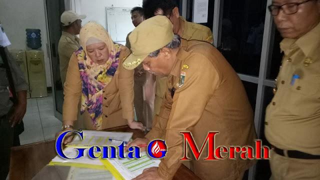 Tercengang Menumpuk Honorer di DPRD, Plt Bupati Lamteng Ancam Pecat PNS Bolos