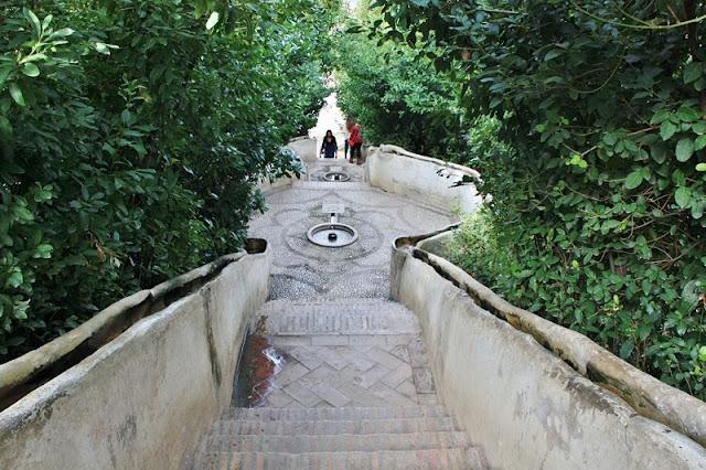 Escalera del Agua na Generalife