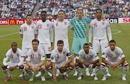 Only 10 lined up for England's pre-match photo