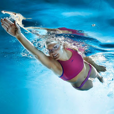 Practica natación contra sobrepeso