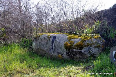 Menhir couché du puy de la Poix, Clermont-Ferrand.