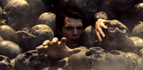 Totul Despre Filmele Noi - Man Of Steel - Superman îngropat într-un munte de cranii