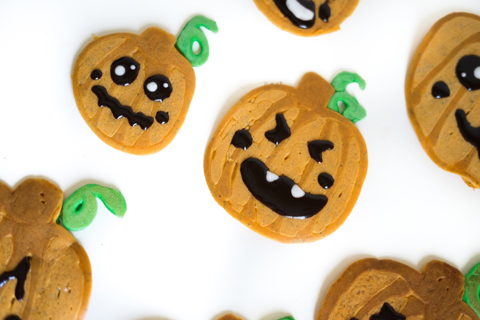 halloween pumpkin pancakes (vegan) / a little baker