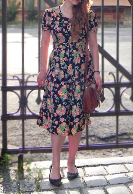 sukienka vintage w kwiaty
