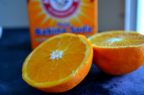 Mặt nạ trị mụn trứng cá bằng baking soda và cam: