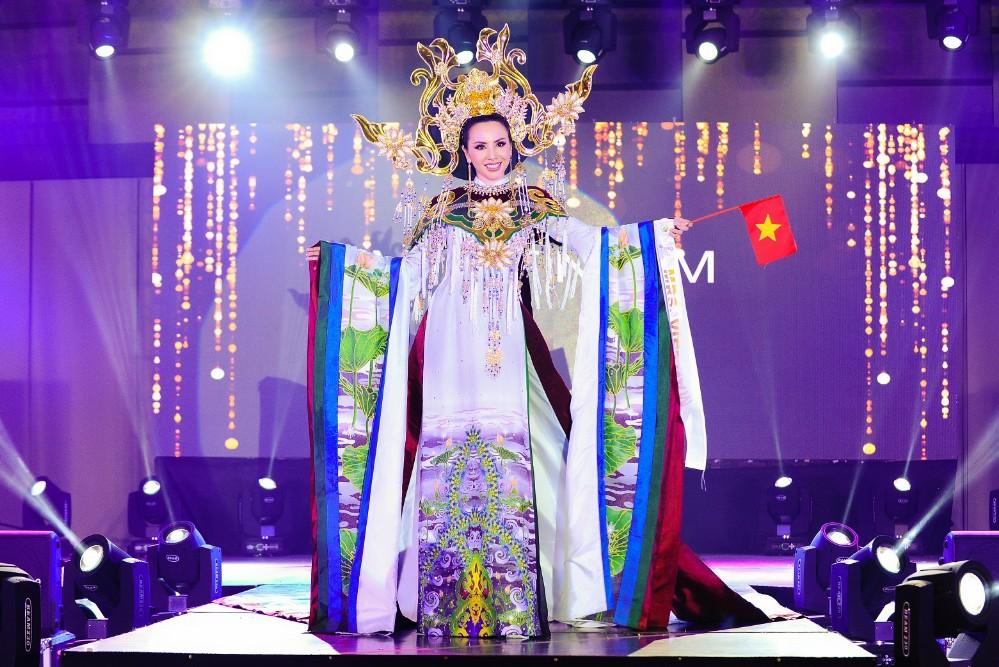 Hoa hậu Châu Ngọc Bích chiến thắng giải thưởng Hoa hậu mặc trang phục dân tộc đẹp nhất