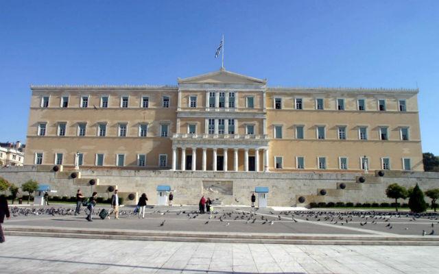 Την οικονομική ενίσχυση όλων των ανήλικων τέκνων των πιλότων που έχουν χάσει τη ζωή τους την ώρα του καθήκοντος αποφάσισε χθες η Βουλή των Ελλήνων έπειτα από σχετική πρόταση του Προέδρου της κ. Φ.Πετσάλνικου, η οποία έγινε ομοφώνως δεκτή από τη Διάσκεψη των Προέδρων της Βουλής.