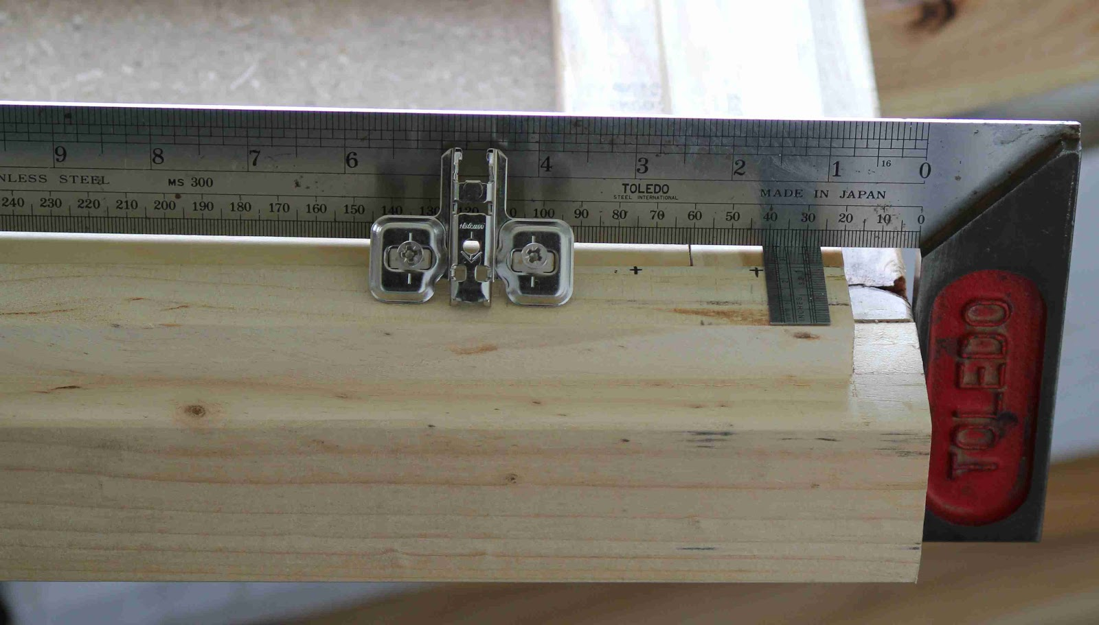 blog de VK5HSE: IKEA mounting hole dimensions - In case you