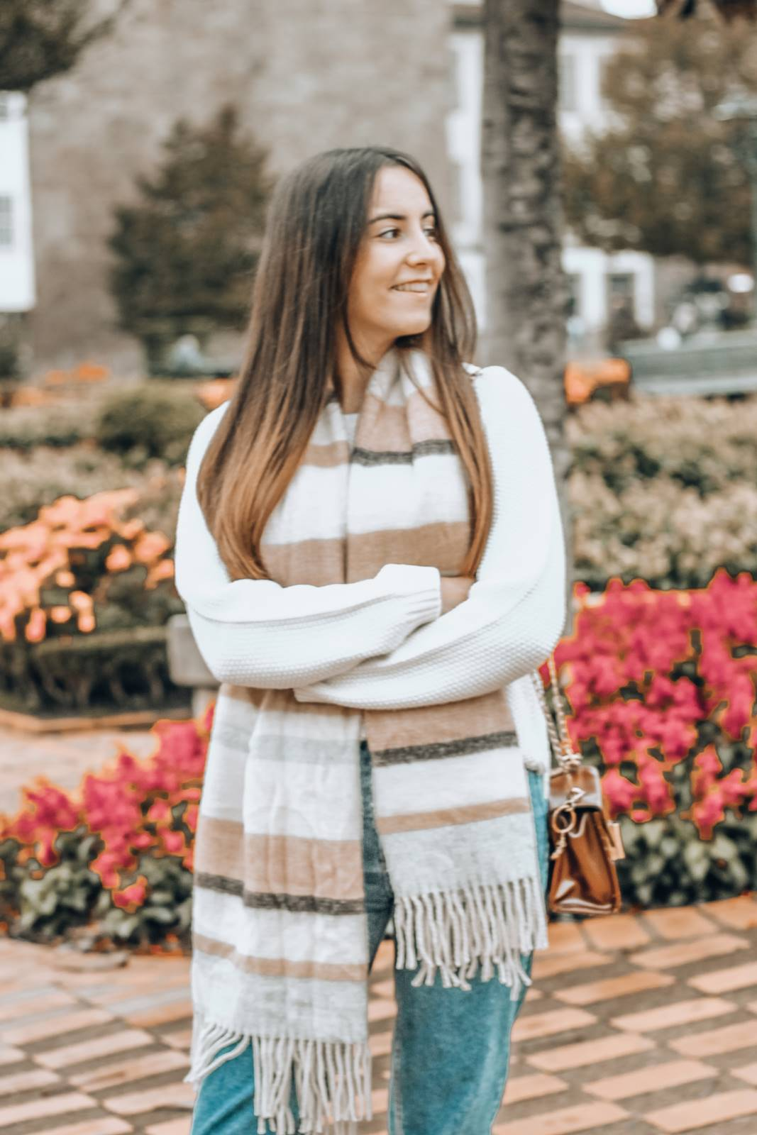 outfit_mom_jeans_blue_boots_xxl_scarf