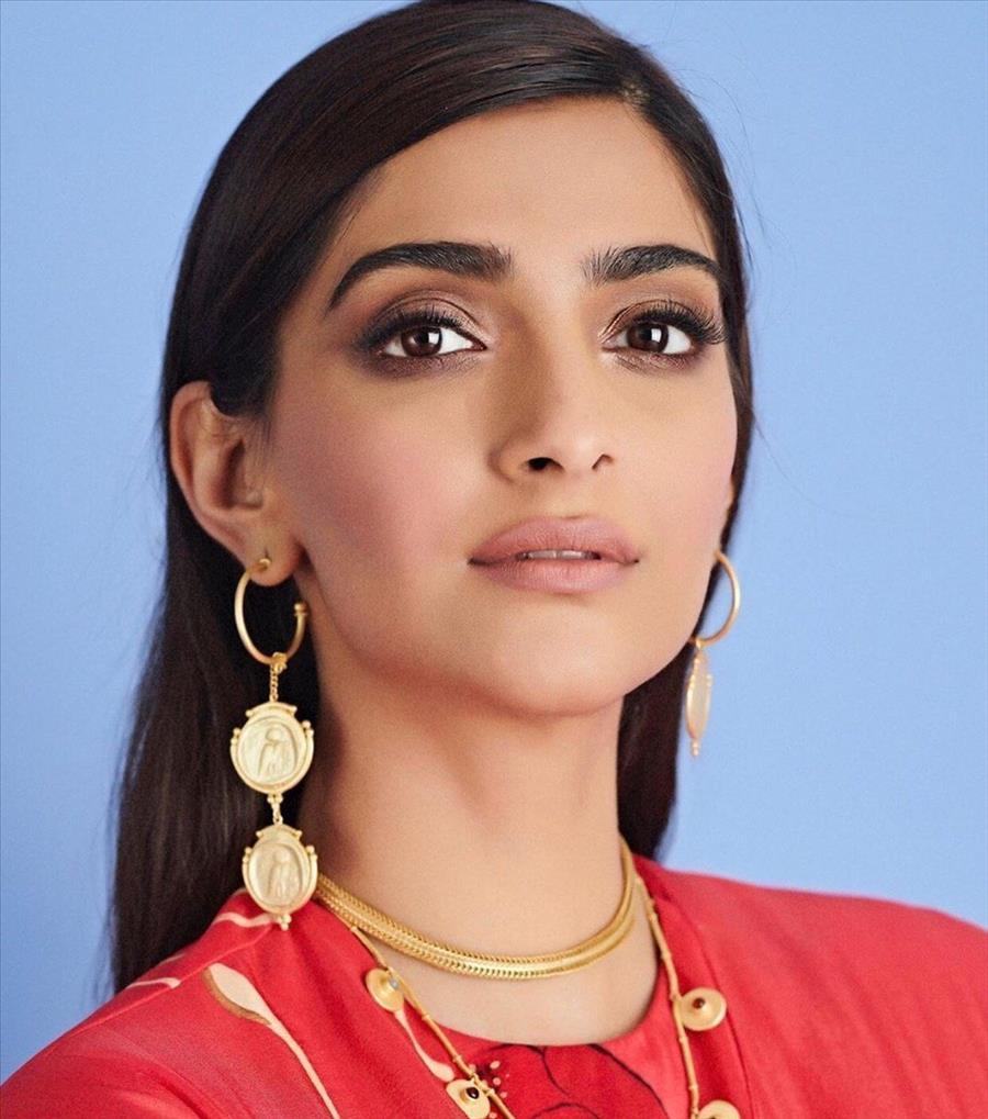 Glamorous Indian Model Sonam Kapoor Latest Photoshoot